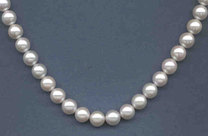 8.5-9MM Japanese Akoya Cultured Pearls, White, AA Grade