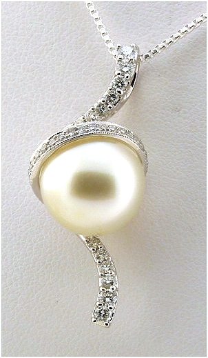 12.66 mm White South Sea Pearl Pendant w/0.56 Ct. Diamonds, 18K Gold, Certified