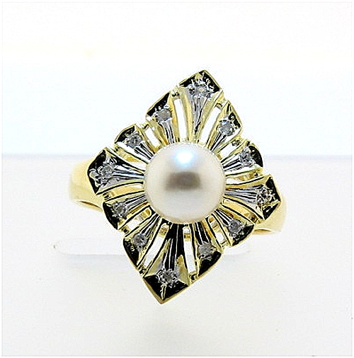 White Cultured Pearl Ring w/Diamonds, 14K Diamond Shape, Size 7.25
