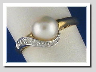 7MM White Cultured Pearl Ring w/Diamonds, 14K Yellow Gold, Size 7.25