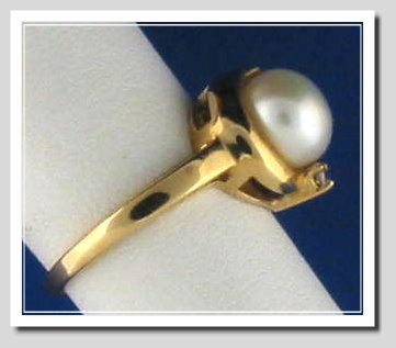 8-8.5MM White Freshwater Cultured Pearl Ring w/Diamond, 14K Yellow Gold, Size 7
